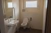 WC adapté pour chaise roulante
