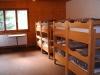 Chambre avec huit lits