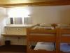 Chambre avec dix lits
