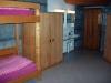 Chambre à 4 lits avec lavabo